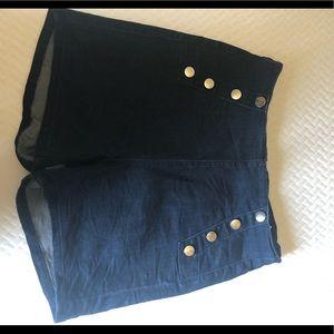 High waisted back zipper shorts